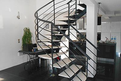Un escalier oui mais original deco fun - Escalier milieu de piece ...