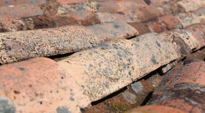 tuiles de toit abimées